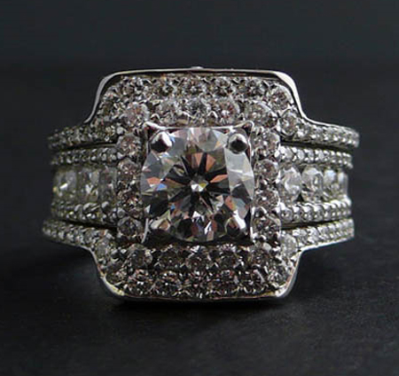 Here S The Engagement Ring Totally Beautiful