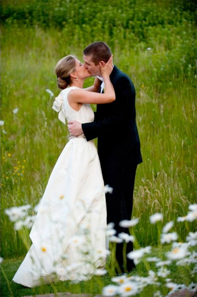 Sell a wedding dress buy a keepsake preowned wedding for Sell preowned wedding dress