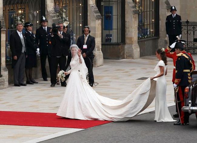 Catherine Middleton\'s Sarah Burton for Alexander McQueen Wedding ...