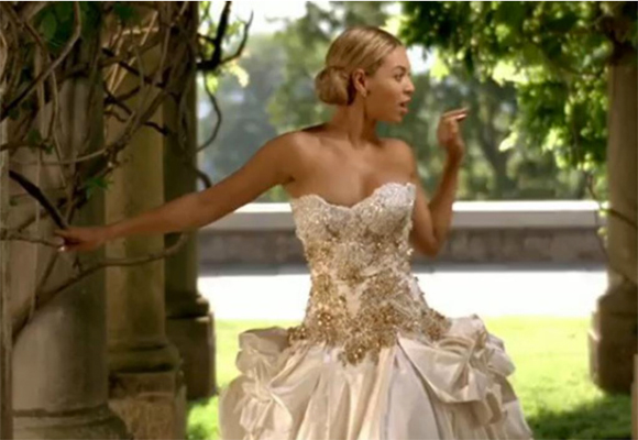 What goes around comes around beyonce 39 s baracci is for for Beyonce wedding dress pictures