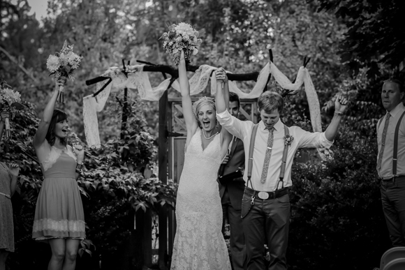 Kelsey + Joshua | Monique Lhuillier Wedding by It's the Pitts Photography | PreOwnedWeddingDresses.com