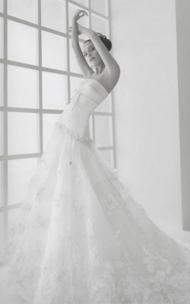 Rosa Clara Loren wedding dress for sale on PreOwnedWeddingDresses.com