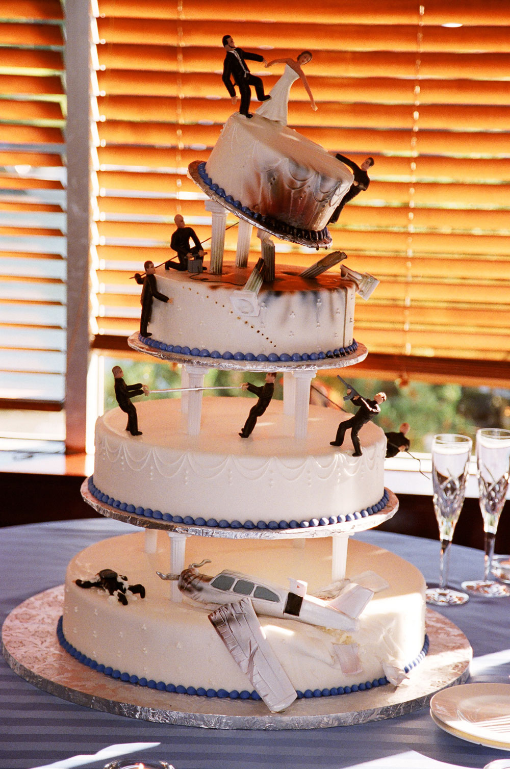 Quirky Cute Wedding Cakes   PreOwnedWeddingDresses.com