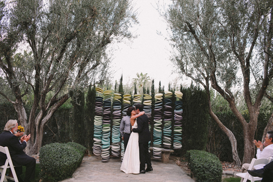10 Creative Wedding Ceremony Backdrops | PreOwned Wedding Dresses