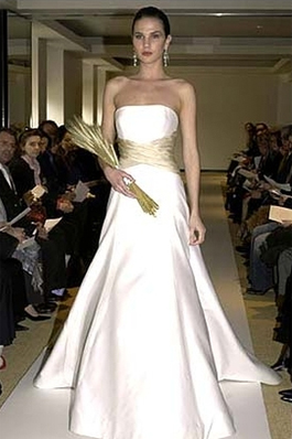 Carolina Herrera 34304 for sale on PreOwnedWeddingDresses.com