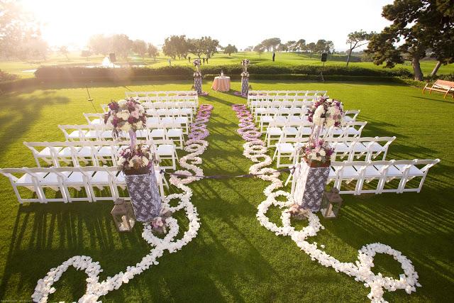 10 Pretty Ways to Line Your Wedding Aisle | PreOwnedWeddingDresses.com