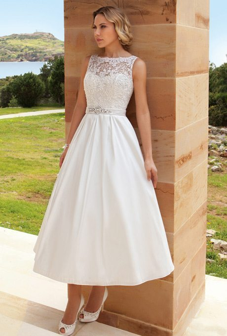 dr194-demetrios-destination-romance-wedding-dress-primary
