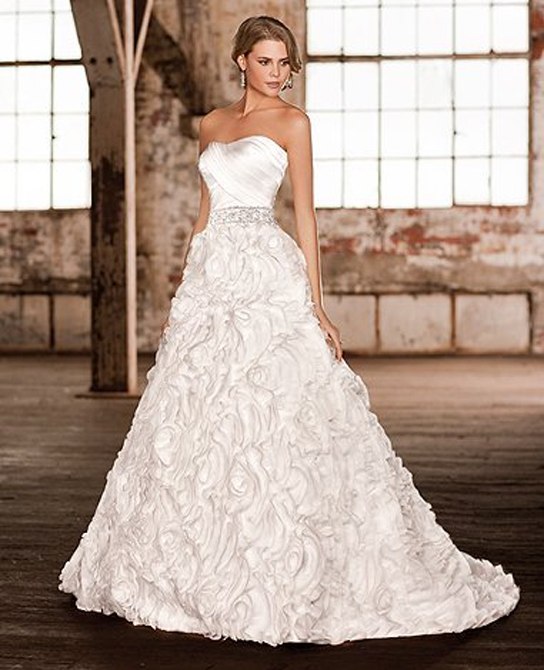 Preowned Wedding Gown: Monique Lhuillier Sunday Rose
