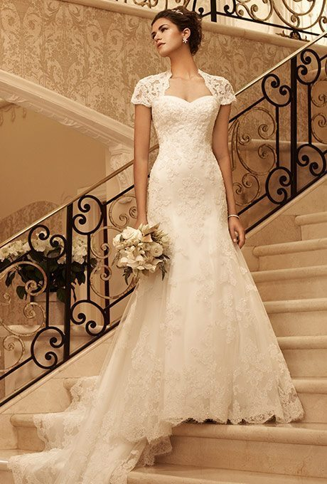 Feel like a quintessential bride in this lace covered, gorgeous design ...