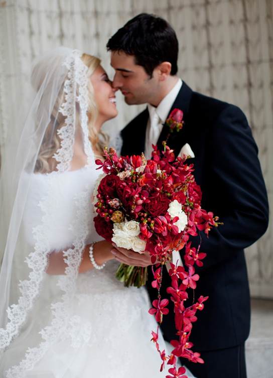 15 Beautiful Wedding Bouquets   PreOwnedWeddingDresses.com