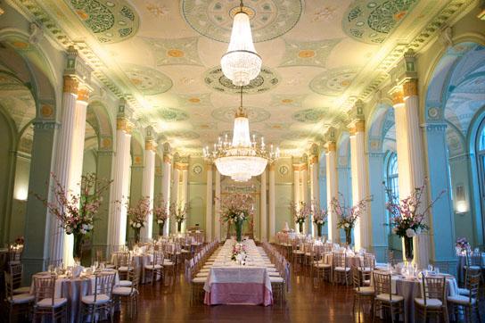 Long Tables at Weddings   PreOwnedWeddingDresses.com