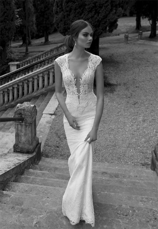 Plunging necklines wedding dresss trends preowned for Plunge neck wedding dress