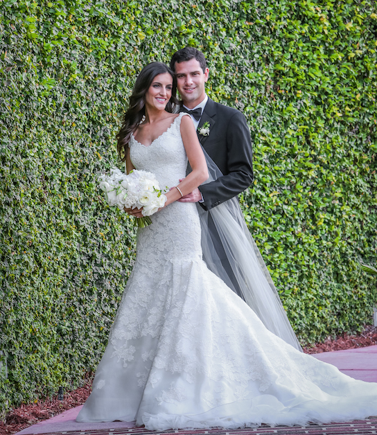 Oscar de la renta real wedding inspiration preowned for Want to sell my wedding dress