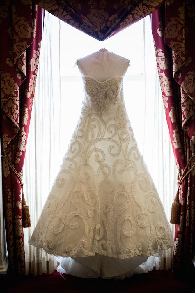 Oscar de la renta real wedding inspiration preowned for Rent wedding dress dc