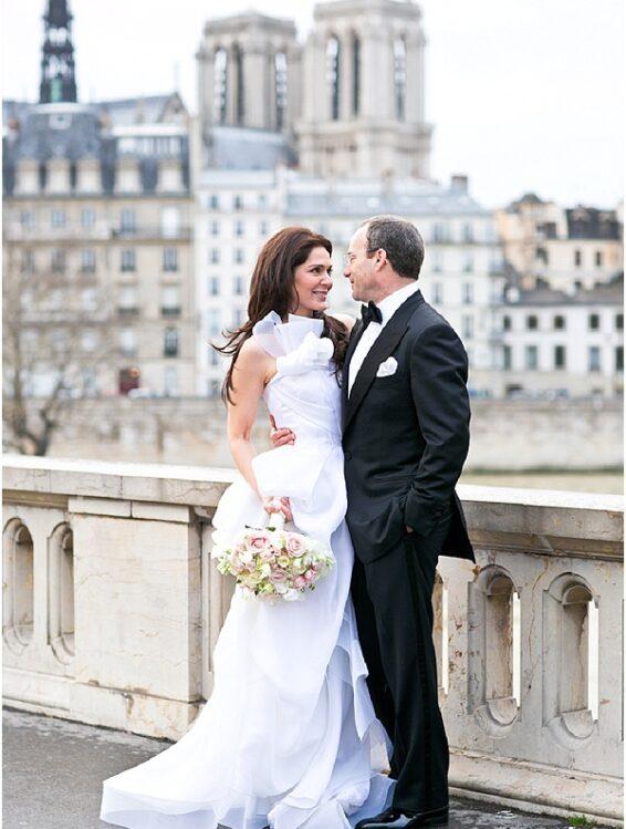 Couple's wedding photos in Paris