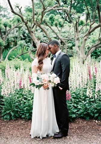 Romantic Bridal Bouquets | PreOwnedWeddingDresses.com