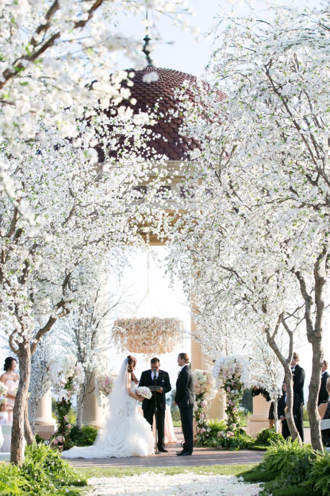 Unforgettable Outdoor Ceremonies | PreOwnedWeddingDresses.com