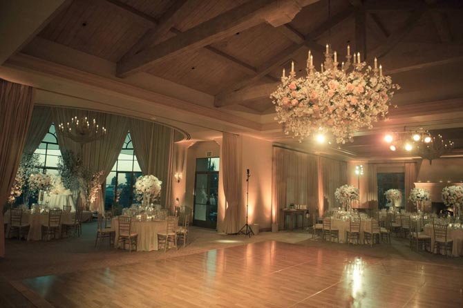 Outdoors In Wedding Decor Ideas   PreOwnedWeddingDresses.com