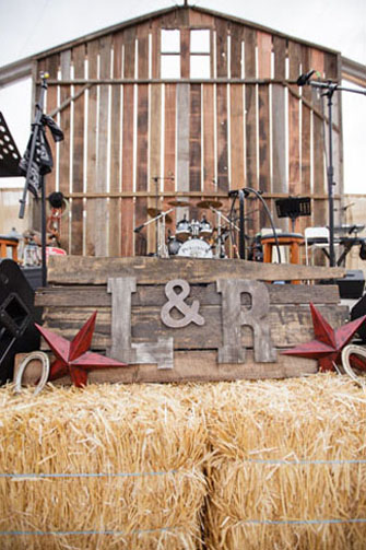 Photography: Chris and Kristen http://www.chrisandkristenphotography.com/ http://greenweddingshoes.com/elegant-pop-up-barn-wedding-laura-rob/ Design: Crosby and Jon http://www.crosbyandjon.com/ Event Planning http://www.donnaurbanevents.com/