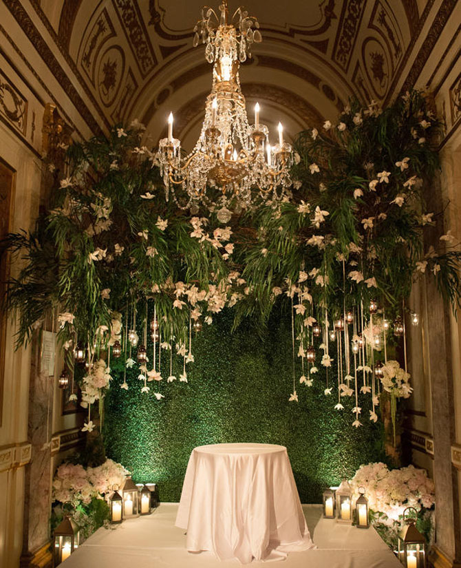 Outdoors In Wedding Decor Ideas | PreOwnedWeddingDresses.com