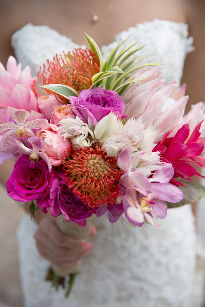 Bold Bouquets   PreOwnedWeddingDresses.com