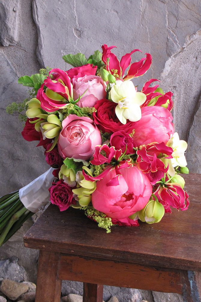 Bold Bouquets | PreOwnedWeddingDresses.com