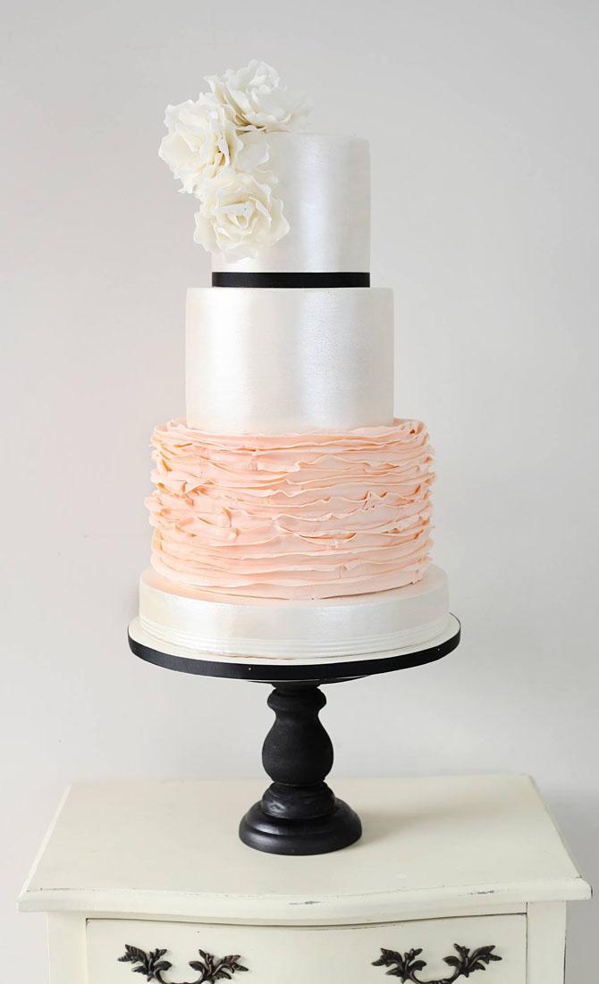 Classic Cakes | PreOwnedWeddingDresses.com