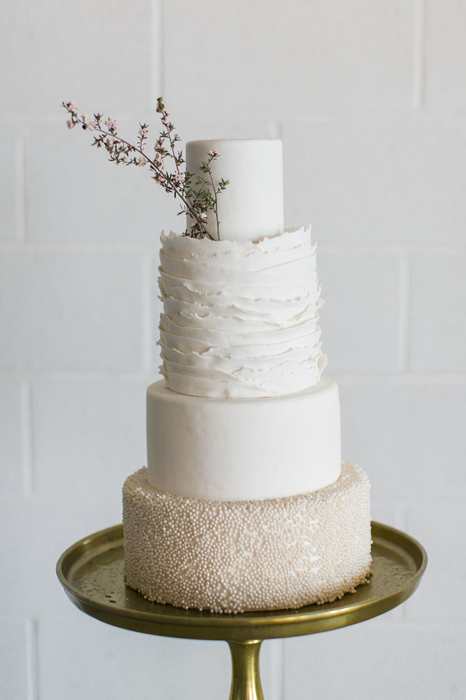 Classic Cakes   PreOwnedWeddingDresses.com