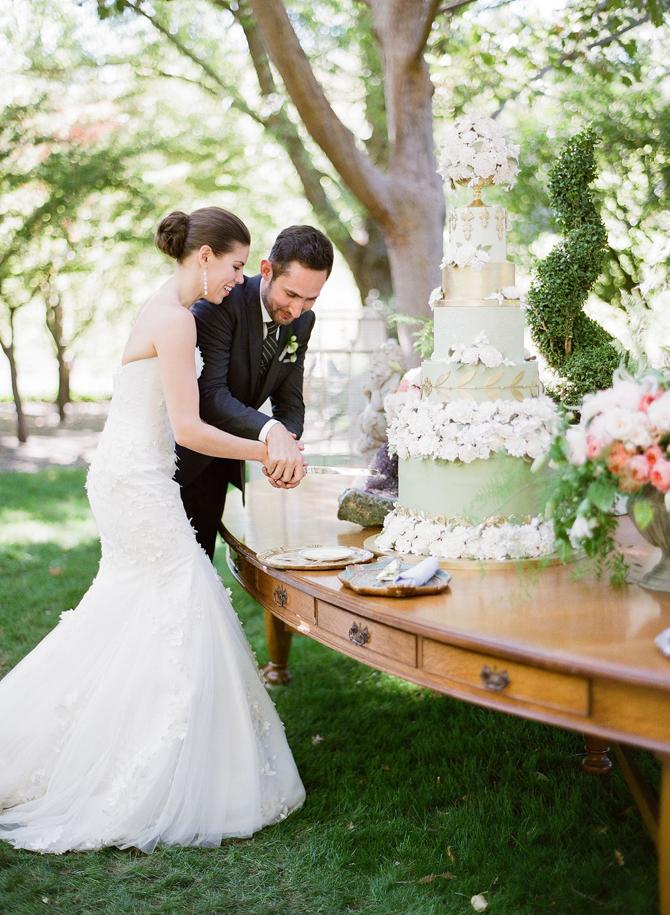 Showstopper Wedding Cakes | PreOwnedWeddingDresses.com