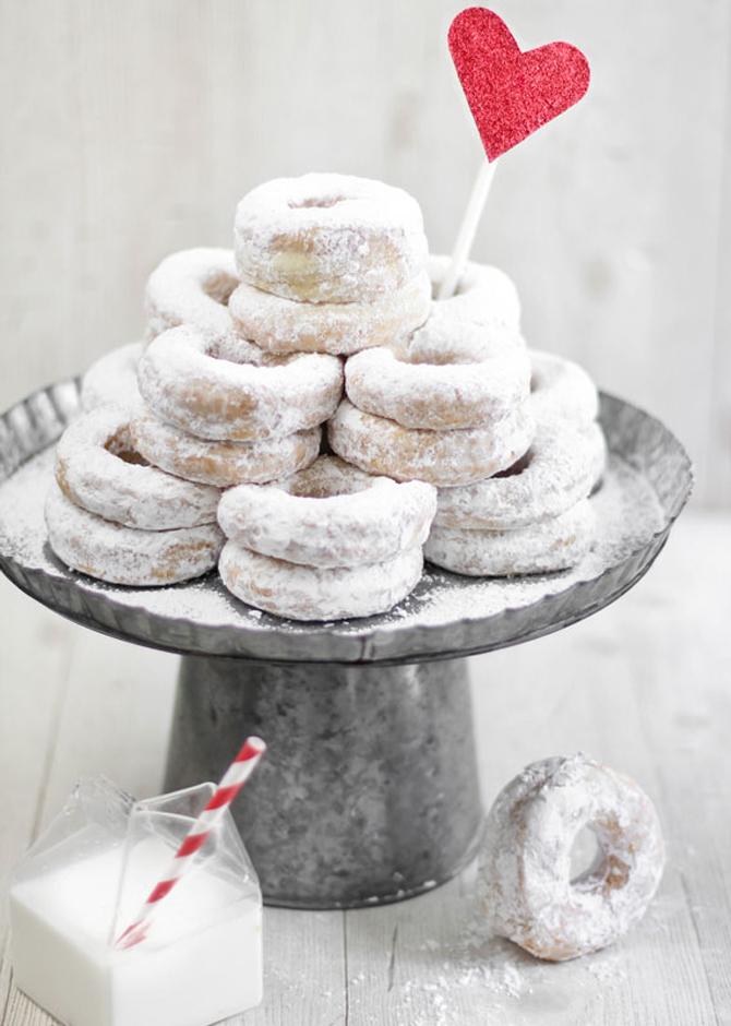 Delightful Donut Displays | PreOwnedWeddingDresse.com