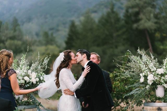 23-bride-groom-kiss-ceremony