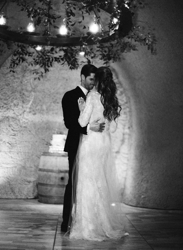 38-bride-groom-first-dance
