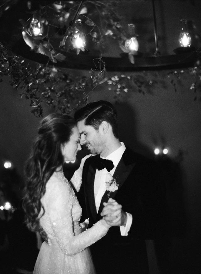 39-bride-groom-first-dance