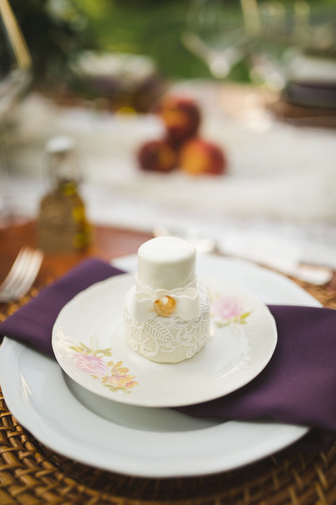 Adorable Mini Wedding Cakes | PreOwnedWeddingDresses.com