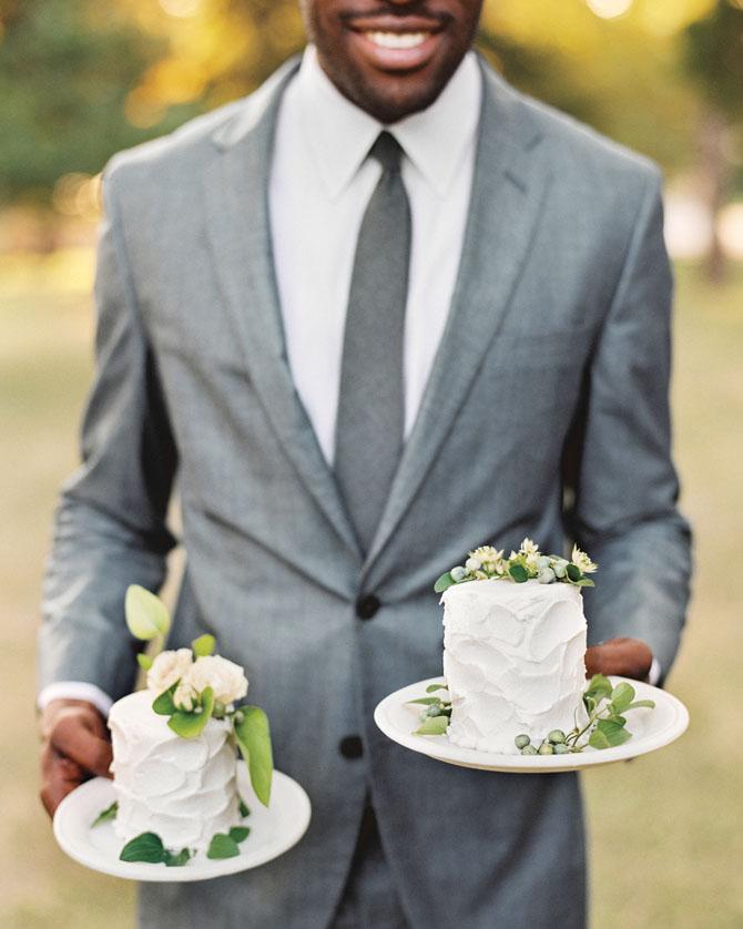 Adorable Mini Wedding Cakes   PreOwnedWeddingDresses.com