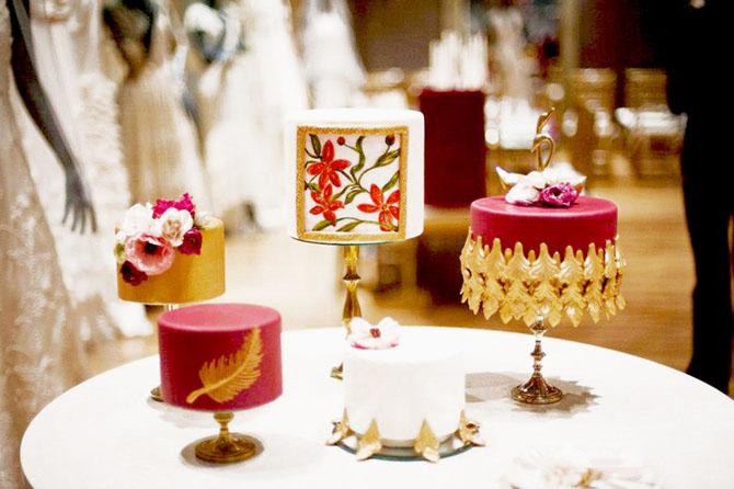 Adorable Mini Wedding Cakes | PreOwnedWeddingDresses.com