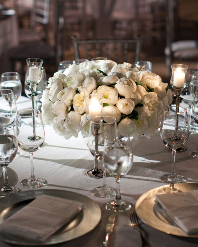 Simple Centerpieces | PreOwnedWeddingDresses.com