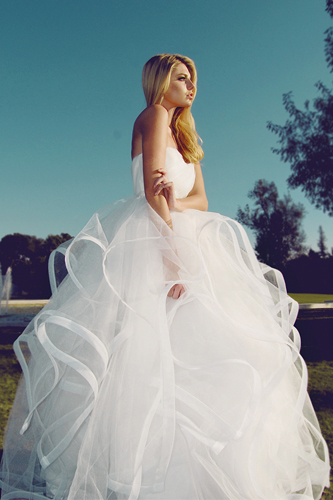 10 Breathtaking Ball Gowns | Wedding Dress Inspiration | PreOwned ...