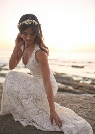 monique lhuilier scarlet wedding dress