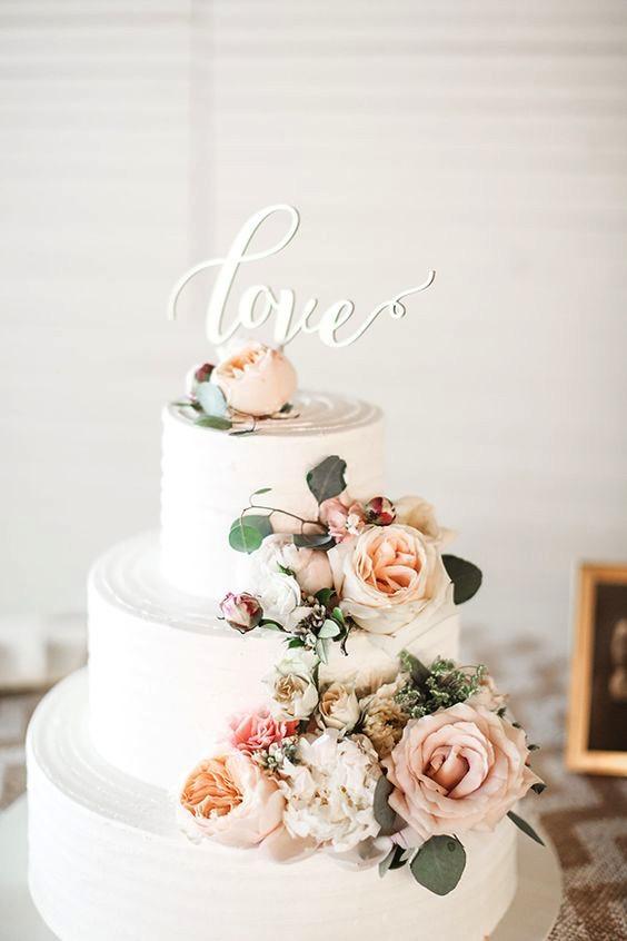 5 creative ways to save on your wedding cake