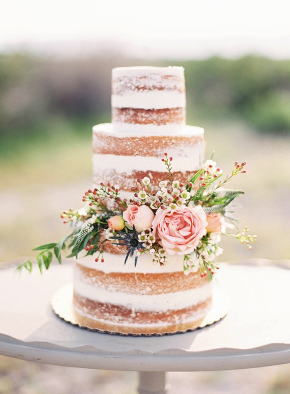 5 ways to save on your wedding cake