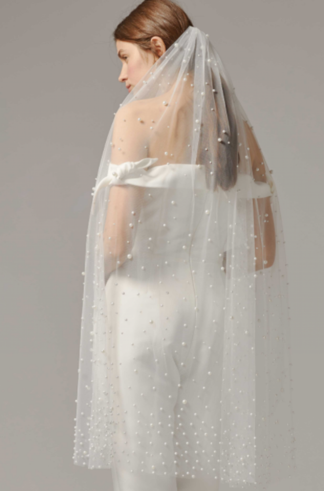 Bride wearing fingertip veil