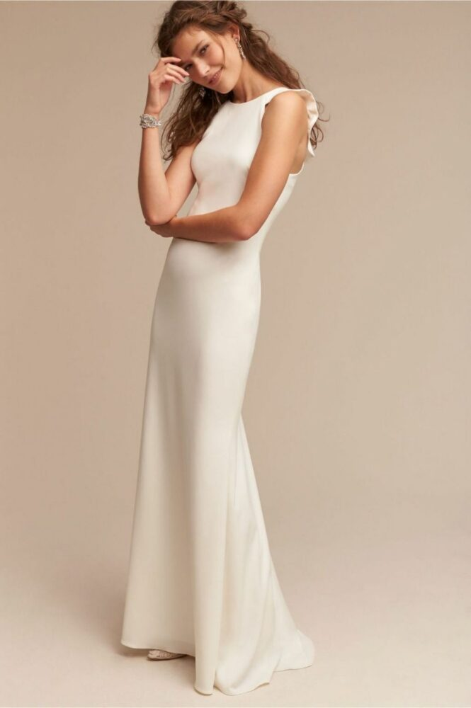 Slip wedding dress with clean lines and ruffled back