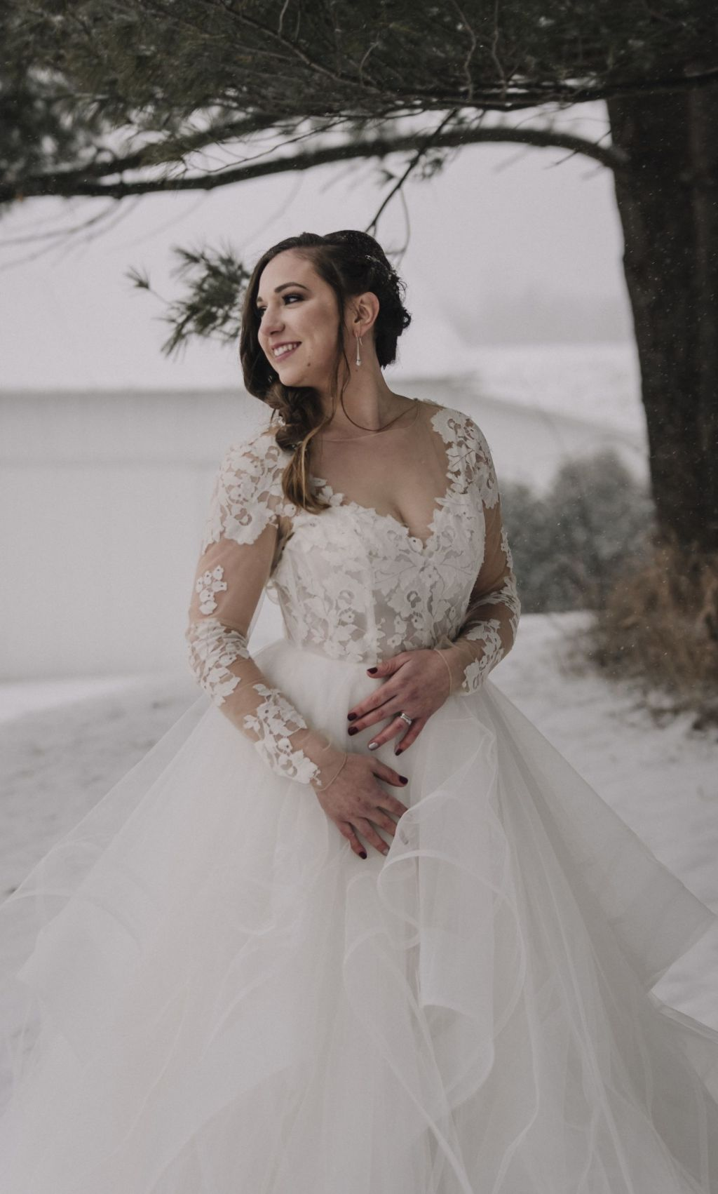 Beautiful bride wearing Hayley Paige Elysia gown