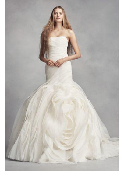 Bride wearing Vera Wang trumpet dress