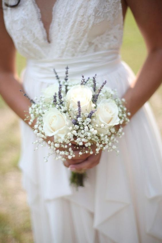 With A Bit Of Baby S Breath And Lavender Bits Your Small White Roses Will Look Lush Inviting