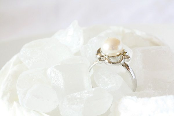 [idotakestwo.com] white pearl wedding ring